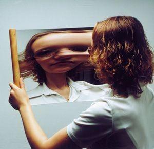 Wiegel Spiegel mit Holzgriff
